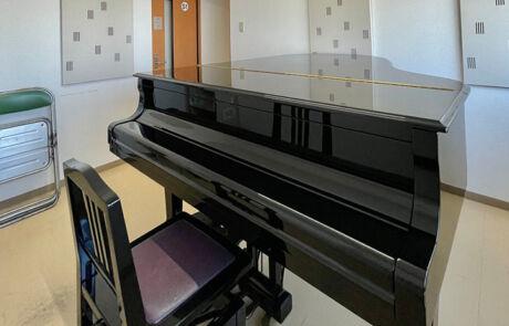 日南センター_個人部屋(グランドピアノ)